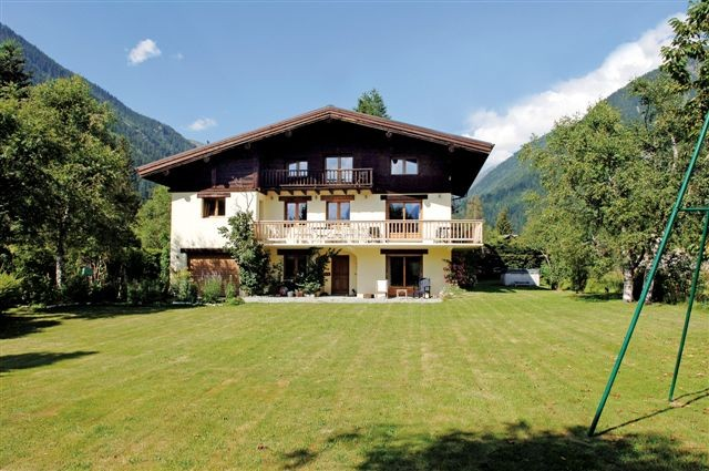 Chalet close to the Golf and the ski lift